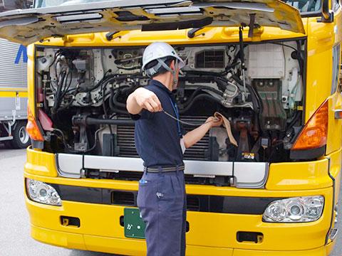 運送会社の自動車整備士